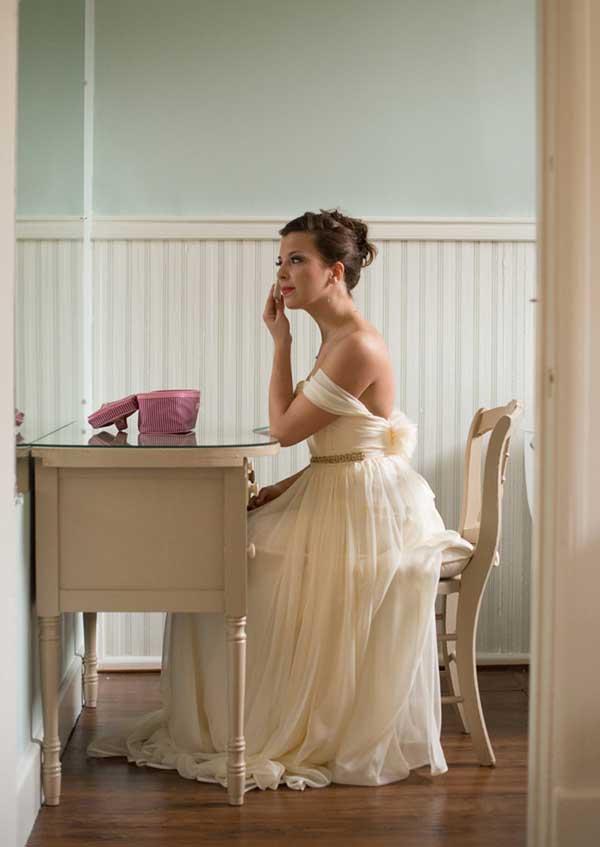 Emily_Clack_Photography_diybride_Emma+Bobby_elegant_winter_wedding_17